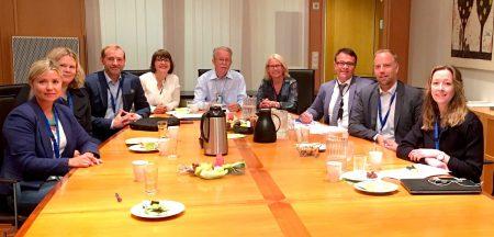 Fra venstre: Tonje Hovde Skjelbostad (Forbrukerombudet), Inger Granli (Finansdepartementet), Carl O. Geving (Norges Eiendomsmeglerforbund), Marit Skjevling (sekretær, Finanstilsynet) , Erik Bunæs (Finanstilsynet), Anne-Kari Tuv (Finanstilsynet), Thomas Bartholdsen (Forbrukerrådet), Christian V. Dreyer (Eiendom Norge) og Hanne Storstein (DNB/FNO).